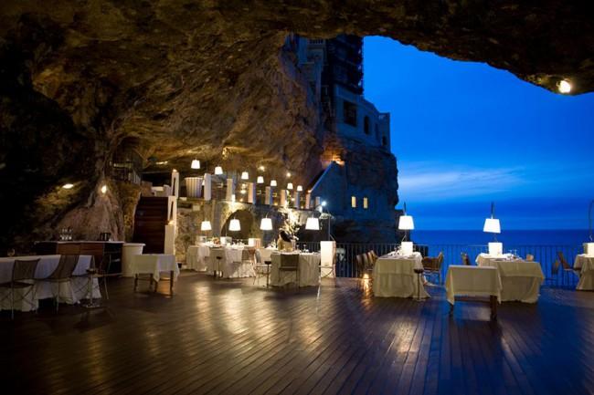 Polignano_Puglia_cave_