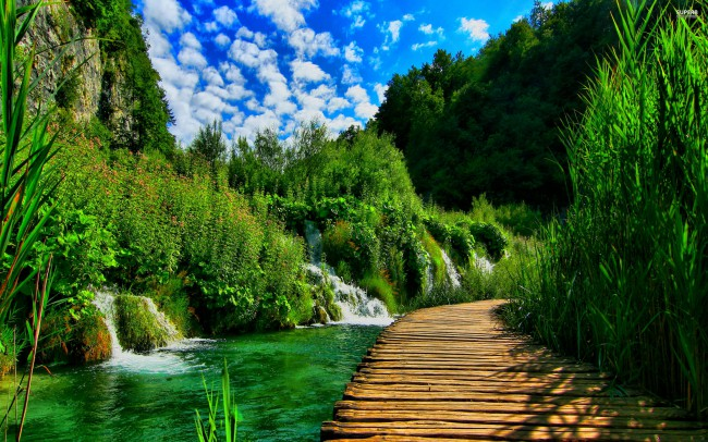plitvice-lakes-national-park-croatia-outdoor-hiking-trails-adventure-sport
