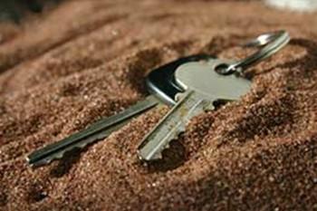 keys-in-sand