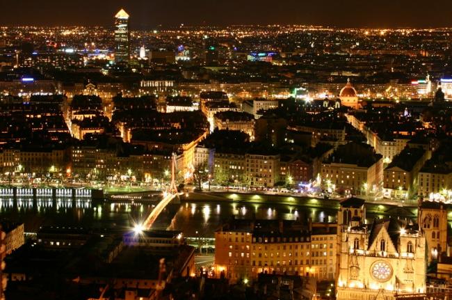 Lyon-by-night