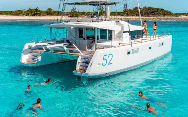 catamaranwinsout_02_fleewintercom_658