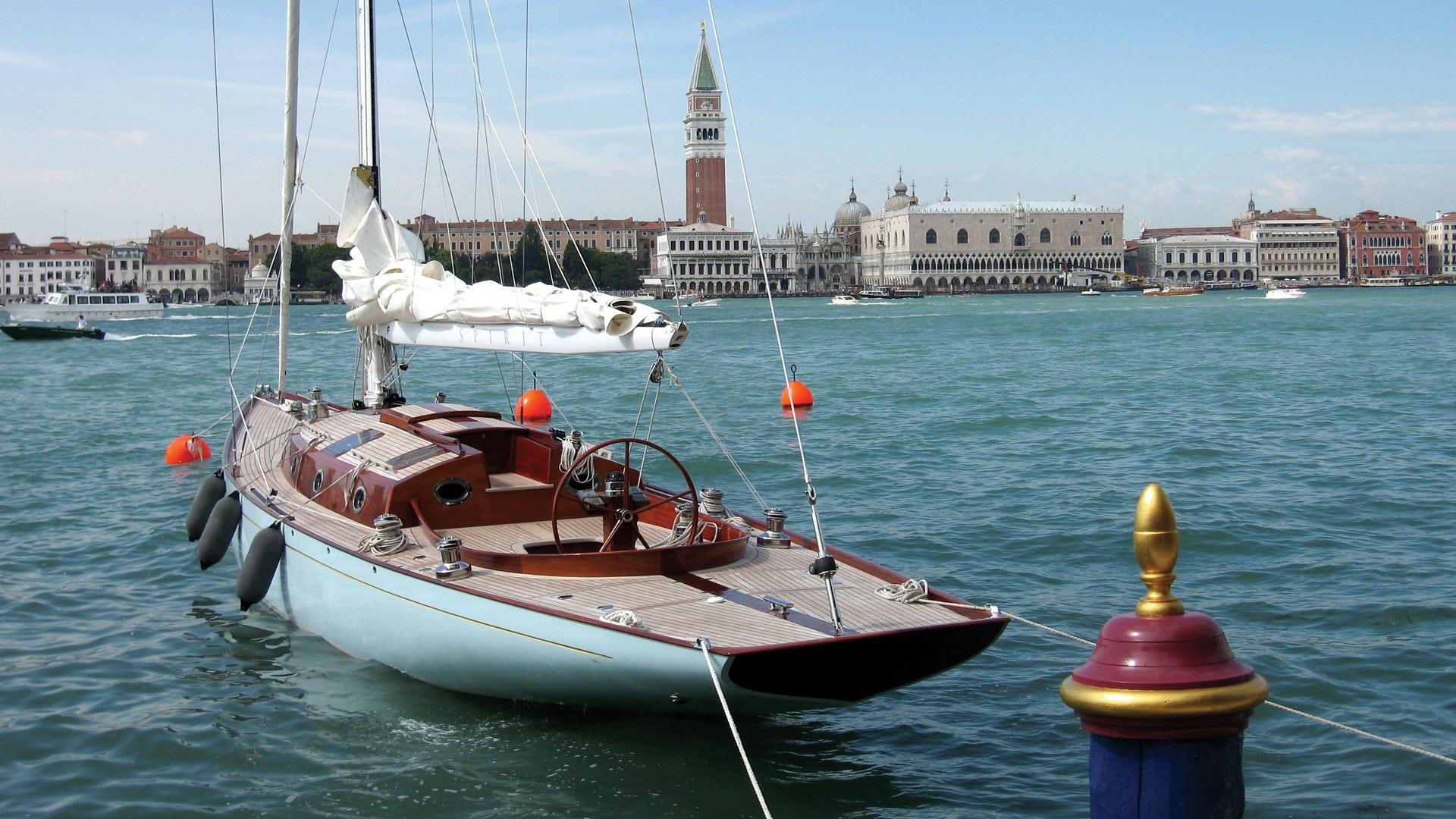 Spirit-F-Bond-Luxury-007-Yacht-For-Sale