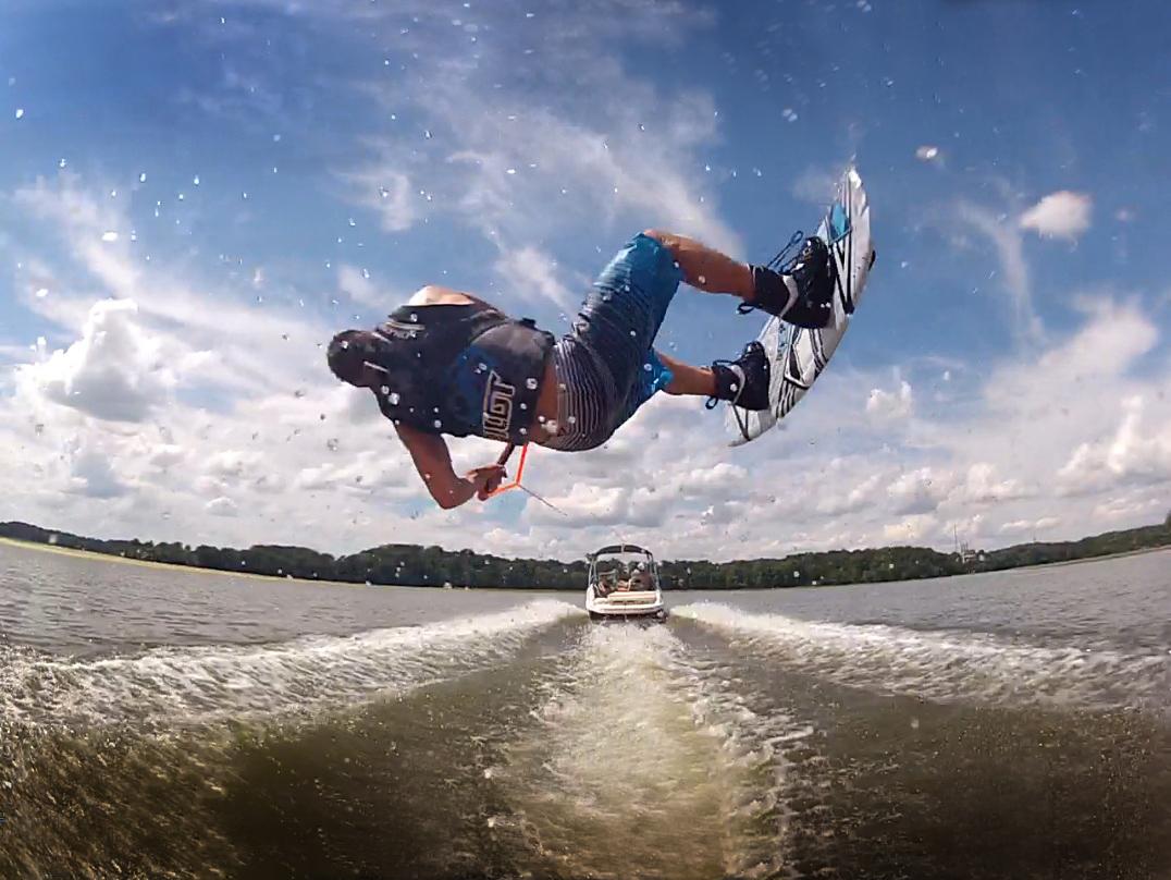 Nyaron-a-Balatonon-is-lehet-wakeboardozni
