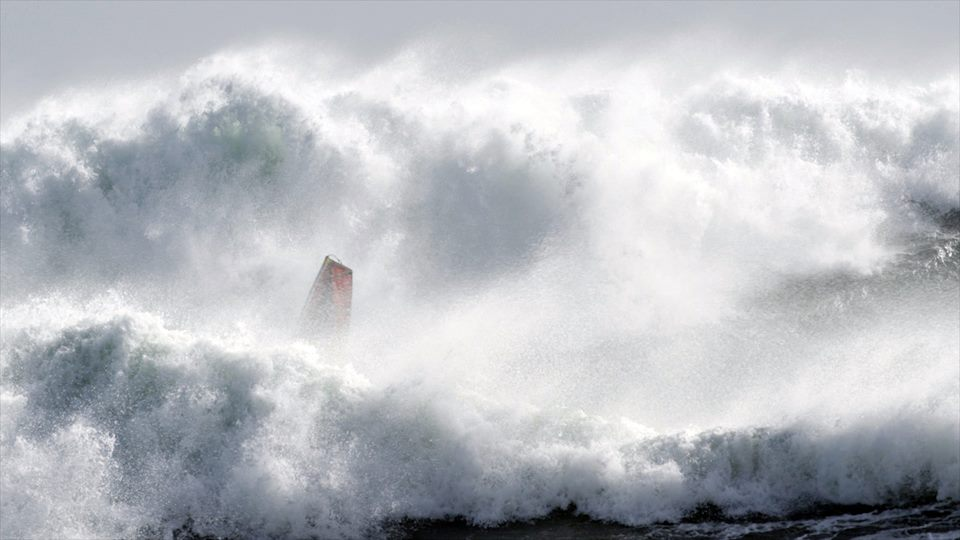 Red-Bull-Storm-Chase-Tasmania-Julien-Taboulet-riding-a-monster